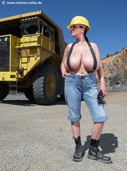nude-girl-construction-worker
